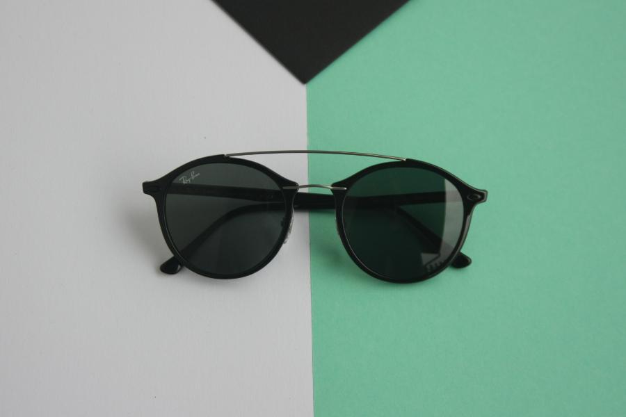 Co niszczy Twoje okulary przeciwsłoneczne na plaży? KODANO